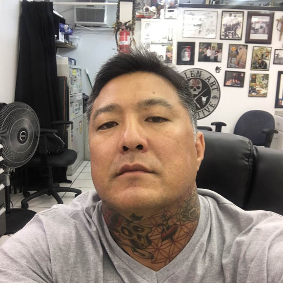 Brandon Holokai hale nui tattoo shop waikiki hawaii (12)